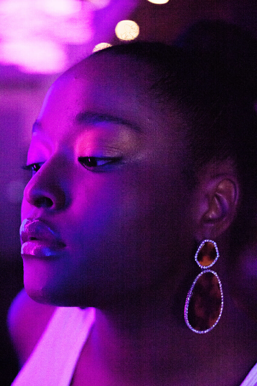 Imani does a glow-in-the-dark makeup tutorial