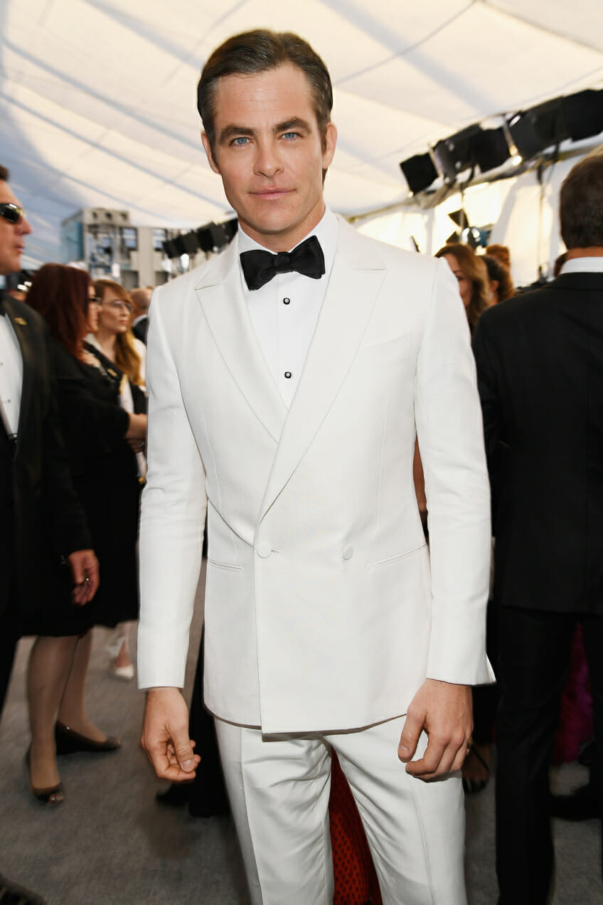 chris pine screen actors guild awards white tuxedo