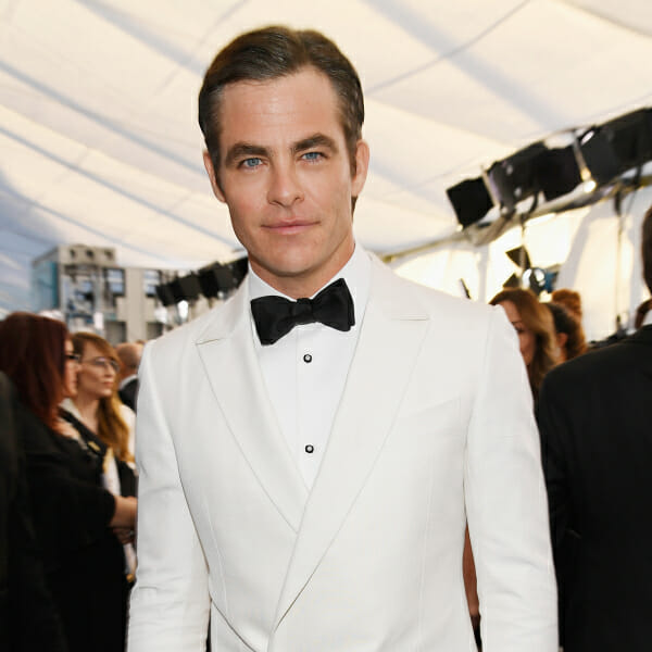 chris pine screen actors guild awards white tuxedo